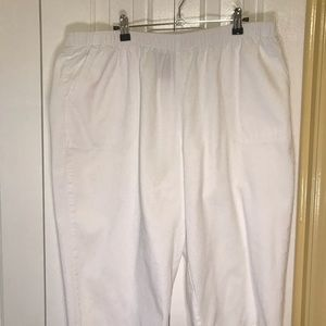 EUC Women's Plus Size Pull-On White Capris size 20